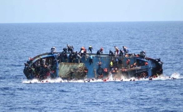 300 Mülteciyi Taşıyan Tekne Battı